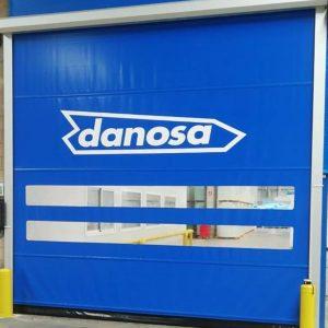 Instalación de vinilo sobre puerta enrollable Danosa.