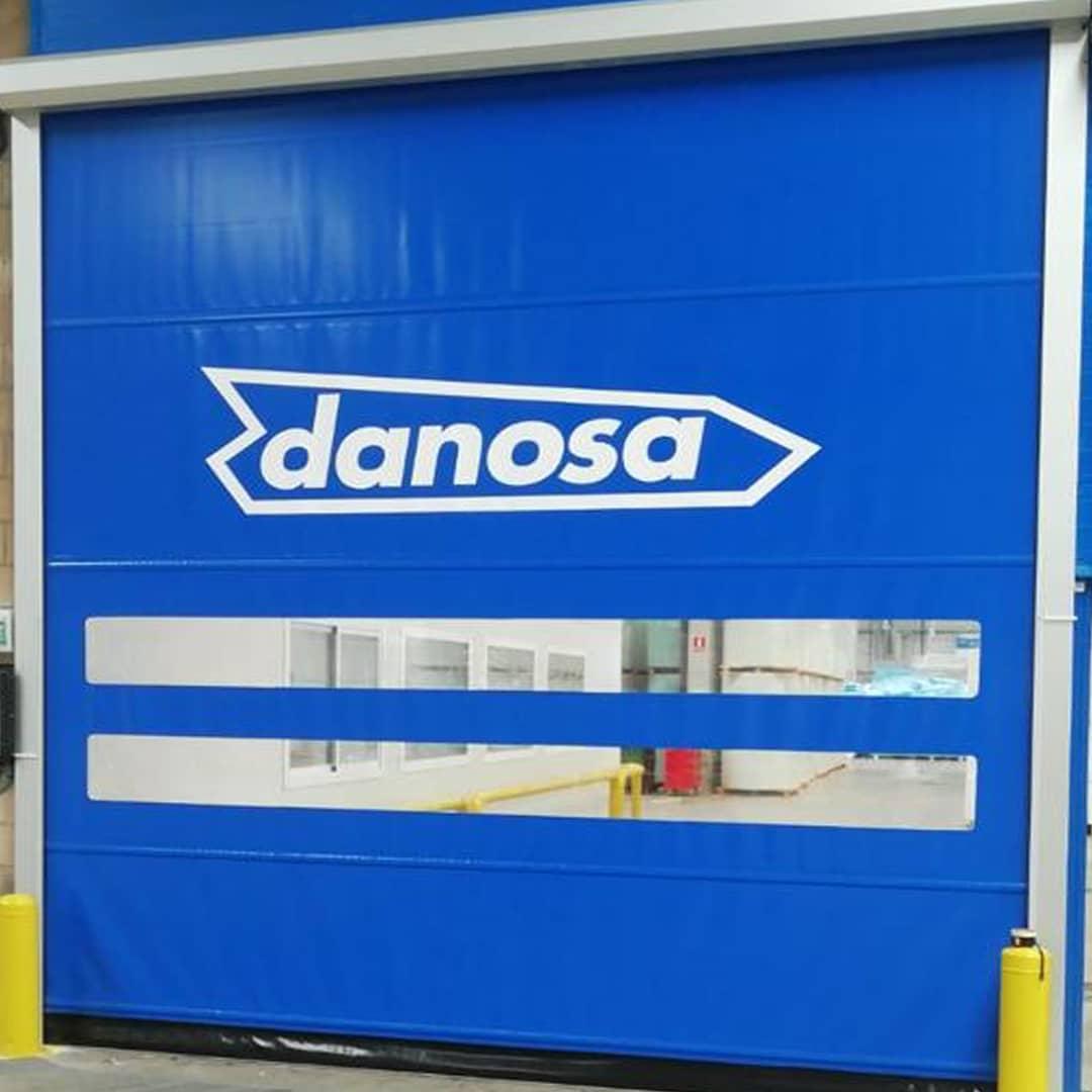 Instalación de Vinilo sobre puerta rápida enrollable (Danosa)