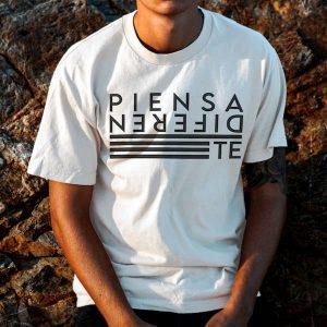 Camiseta Personalizada Piensa Diferente Color Blanco